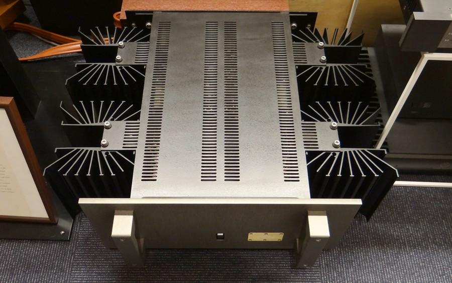 現在アメリカで販売中のDan D'Agostinoクラシックシリーズの出力TRがFETになったことを考えるとバリューコストなパワーアンプ。