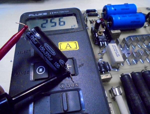 電源部のコンデンサー220μF→256μF