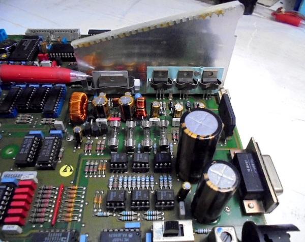 レギュレーターすべてを新品に交換、高熱板も高温にならなくなりました