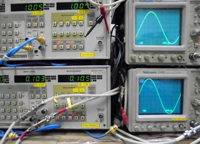 STUDER A730 1KHzの歪率は左右共に0.1%。左右正弦波も問題なしです