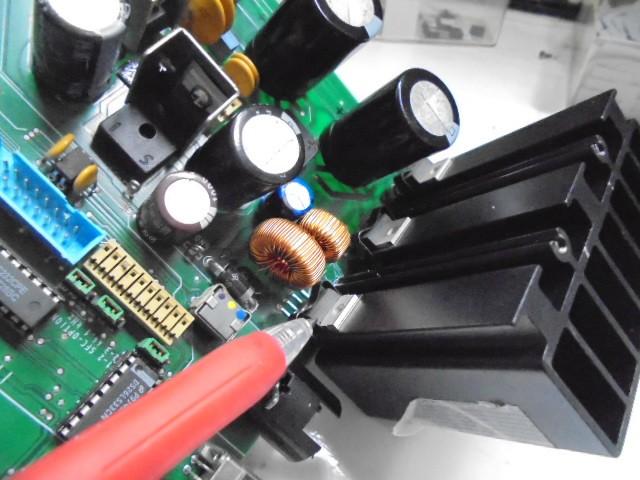 電源部の三端子レギュレーター3個共を新品パーツへ交換