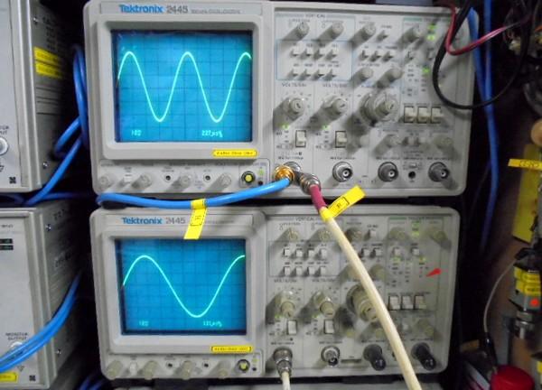出力時の正弦波。きれいに観測できました