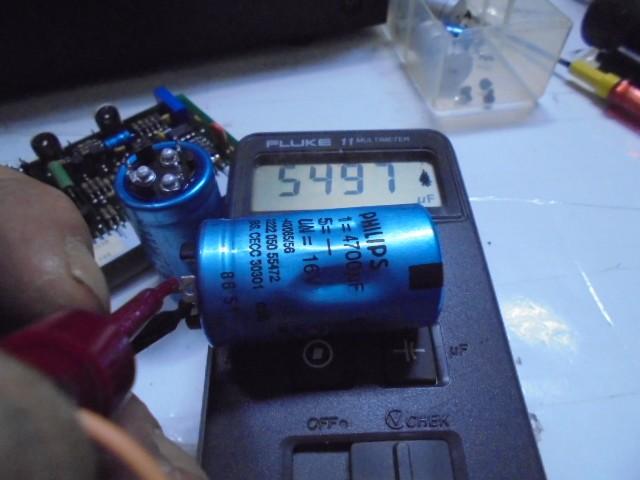 LHH2000 電源回路のコンデンサー4700μが5497μFとかなり劣化 (1)