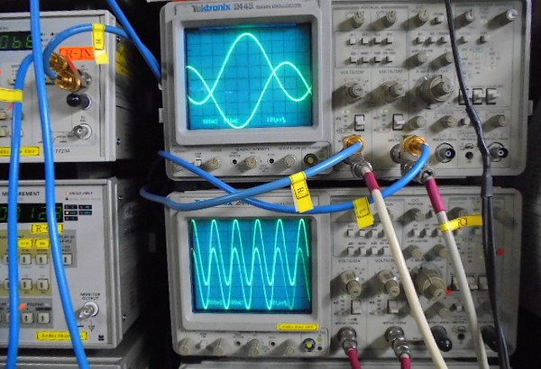 JBL_SG520_スペック点検、オシロスコープの正弦波に波形もきれいに観測されました