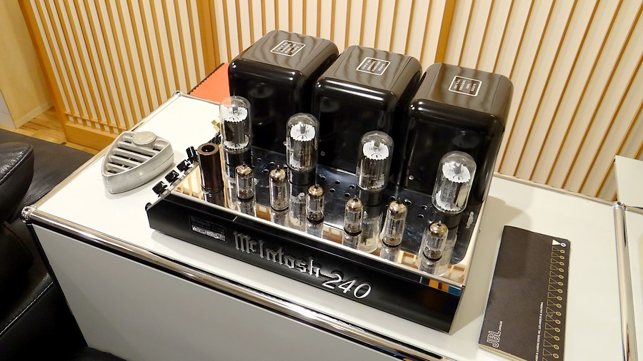 McIntosh MC240 Power amp