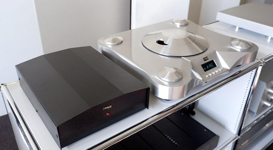 オラクルCD1000 トランスポート|CD2000などと同様の電源ユニットです。