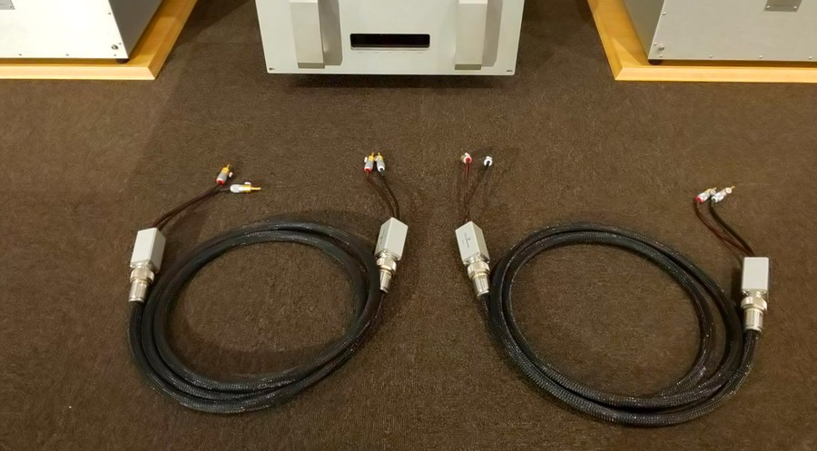 Goldmund LINEAL Speaker Cable  2.5m + LSA-A1+LSA-S1