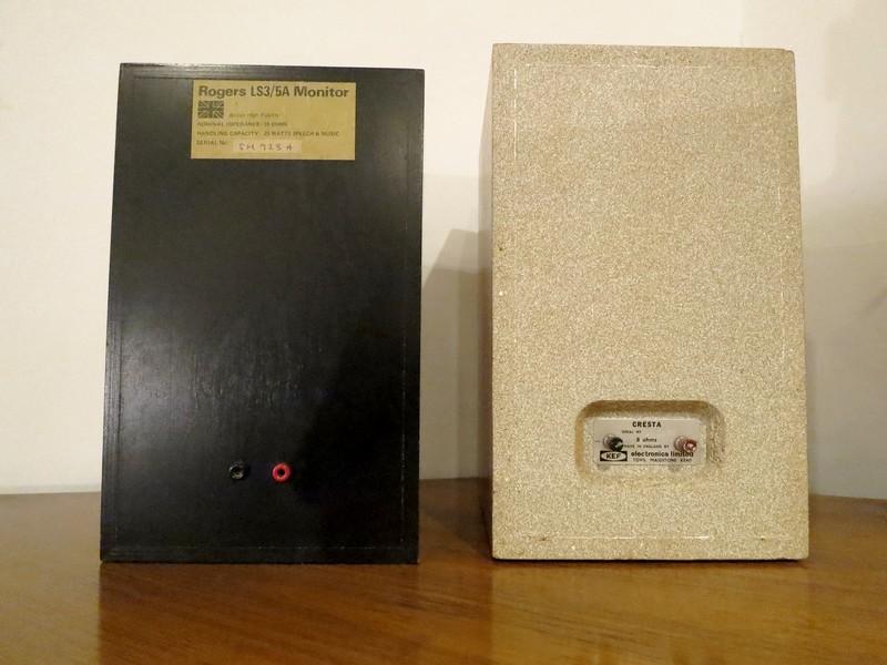 1970年代BBCモニターのRogersLS3/5AとKEF LS3/5 CRESTAバックビュー