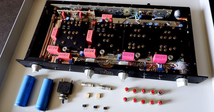 整備メニュー ・シャーシ洗浄 ・ボリューム分解整備(スペクトロール) ・電源部劣化パーツ、コンデンサー交換 ・電源部純正ブレーカースイッチ交換 ・切替スイッチ類接点クリーニング ・ラインアンプオフセット調整用半固定VR接触不良にて交換 ・出力DCオフセット再調整 ・バイアス再調整 ・スペックチェック ・動作チェック ※PHONO MM L2カード搭載