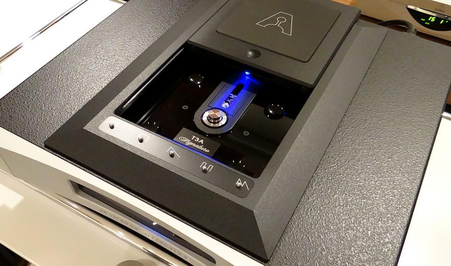 Metronome Technologie T3A SignatureのPHLIPS CD-M12トレイ部。