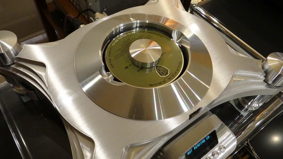 トップマウント式のORACLE CD2000 MK4 CD Transport