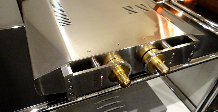 PRIMARE 201 PRE AMPLIFIER|非磁性体18-8金属採用のボディ