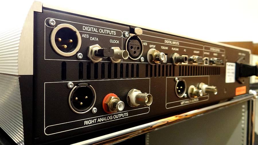 Playback Designs DAC MPD-5X|豊富な入出力リアパネル