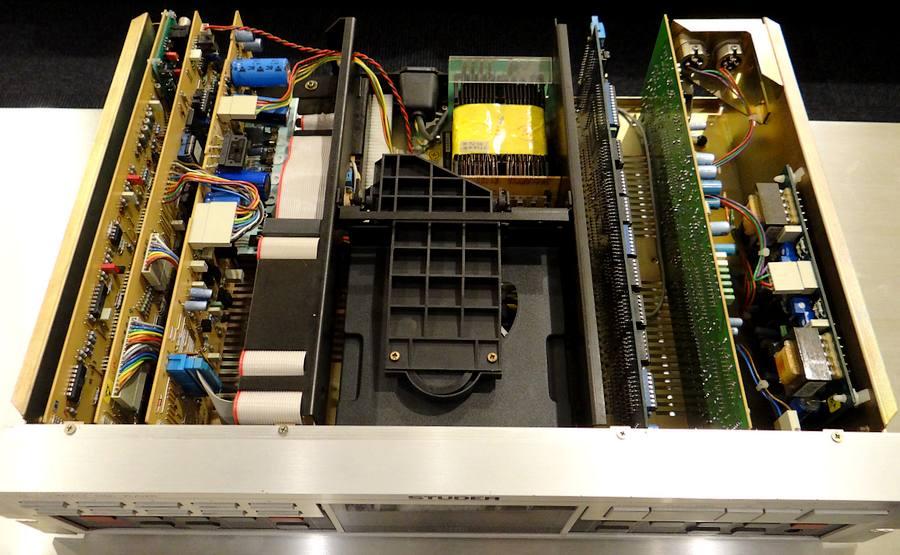 LHH2000を彷彿する各セクション独立基板のSTUDER A725