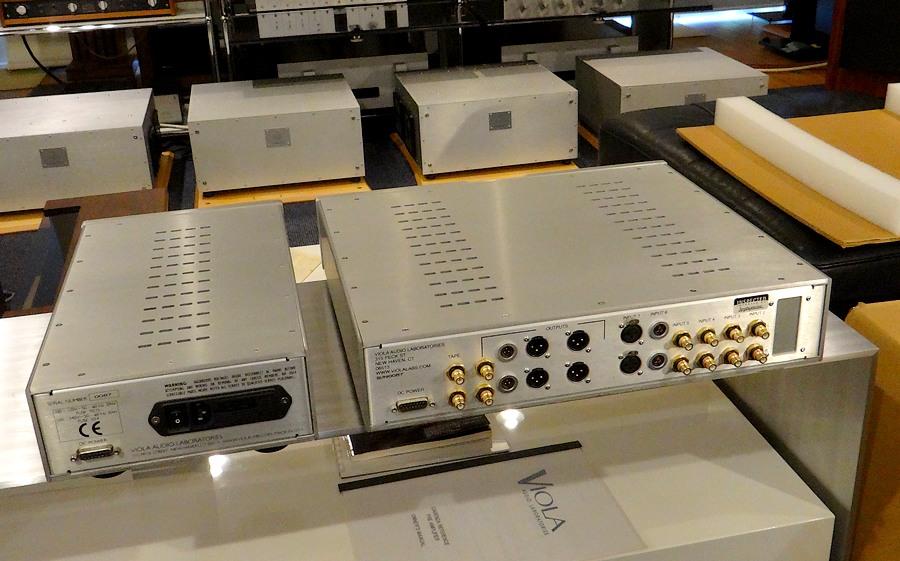中古VIOLA CADENZAプリアンプ(元箱付属)。社外DCケーブルも付属