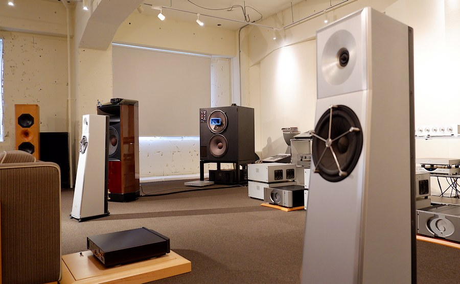YG Acoustics Carmel|扱いやすいサイズ感と高品質なキャビネットです。