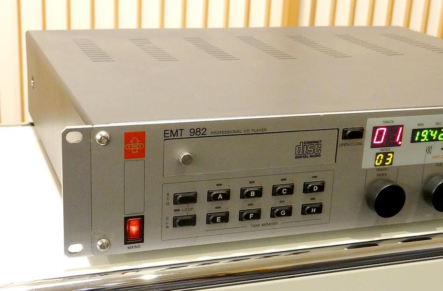 中古EMT 982  CDプレーヤー(右下に傷あり・天板ゆがみあり)
