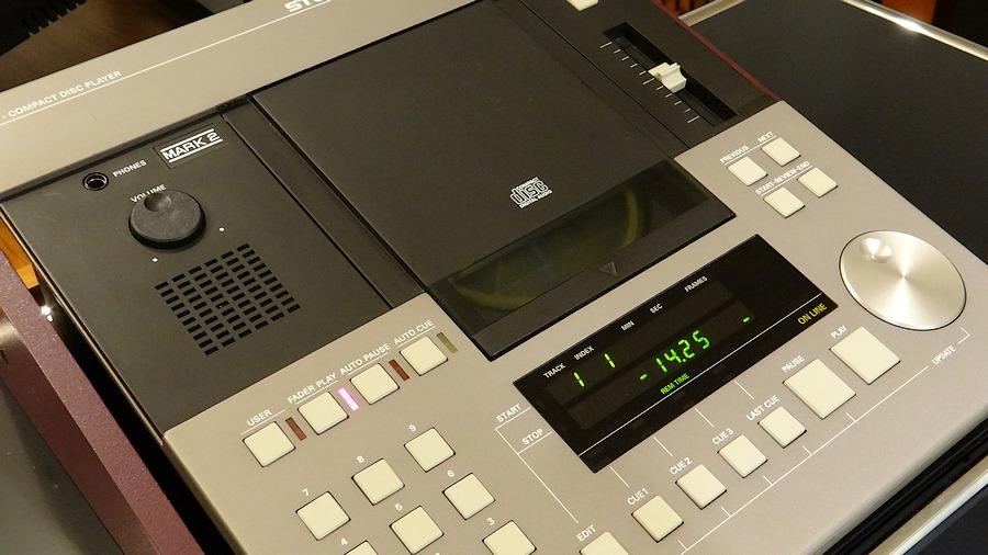 ドライブメPHILIPS CDM4は新品と同じ出力値のSTUDER D730MK2 レストア版