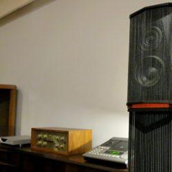 Sonus Faber Guarneri MementoとMarantz #7&Mark levinsonML-2L 先週から鳴らし込んでいた、セットです。弦楽器や女性ヴォーカル等は上質なヴェルヴェットな耳香り。諧調数の多い陰影感と艶やかな音色は好きな方には堪らないものがあると思われるサウンドです。立体感も想像以上でデプスは魅力的です。 こちらはフルレストアした、マークレビンソンML-2LとシリアルN0.2桁番の超レアなMarantz #7で鳴らす、Sonus Faber。Marantz #7は性能チェックをしただけの個体です。