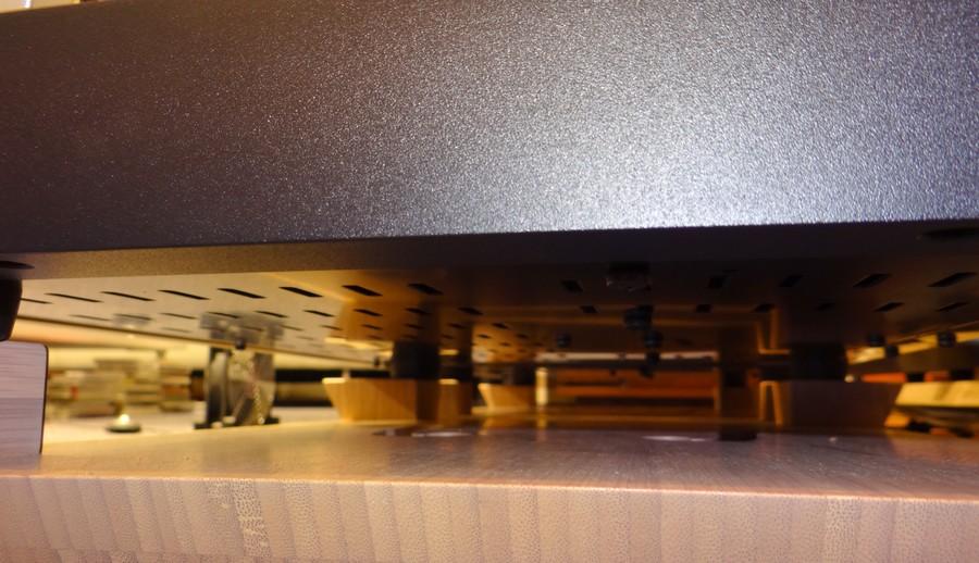 中古 オクターブ MRE130の底面空気孔