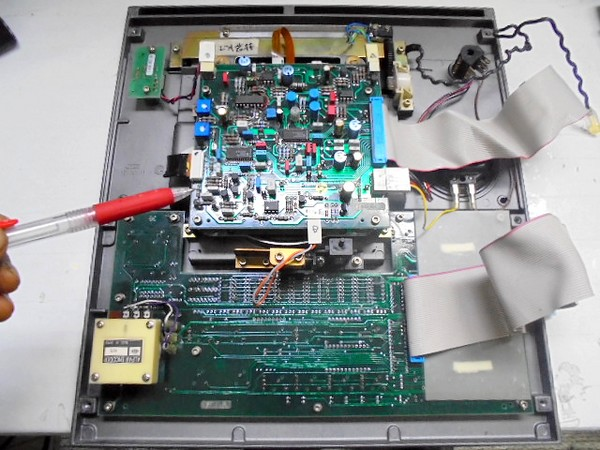 STUDER A730 サーボ基板の部品劣化が激しい状況。