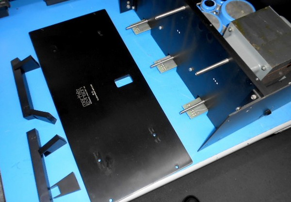 ML-2Lのフロントパネル取り外し。分解整備です