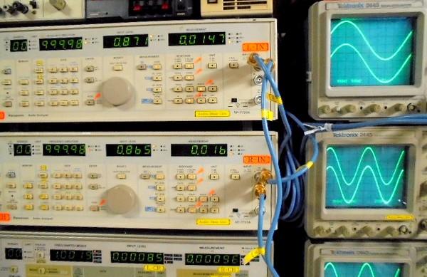 STUDER D730MK2の1KHz正弦波の歪率は0.01%台。