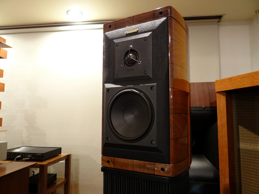 Sonus Faber Guarnri Homageレザーバッフル