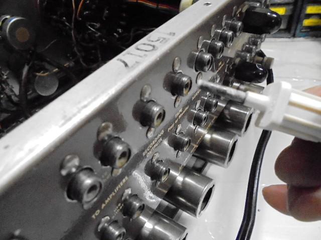 RCA入力、出力端子をクリーニング、音の透明感がアップした。