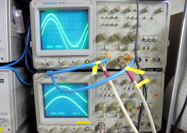 EMT982の左右正弦波。綺麗に揃っています