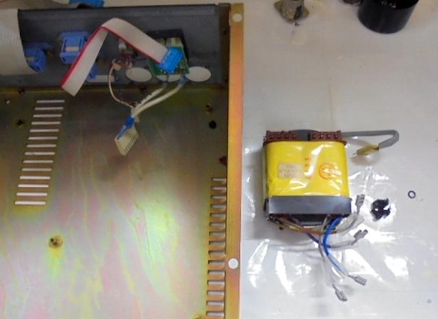 STUDER_A730(パーツ取り用)電源トランスを取り外した写真。