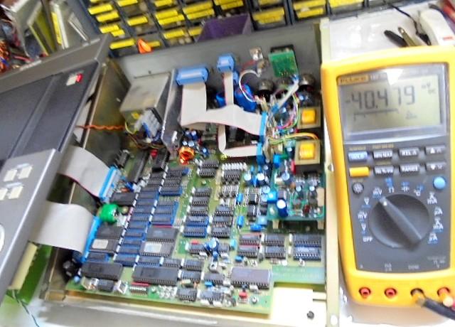 CDM3のレザーダイオードの電圧測定。50mVが基準ですが40mVと電圧減少