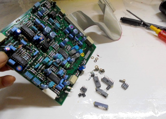 STUDER_A730(レストア)電子パーツ交換中写真です