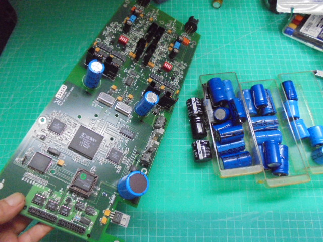 Wadia16_コントロールPCB_DAコンバータ部をメンテナンス中写真です。