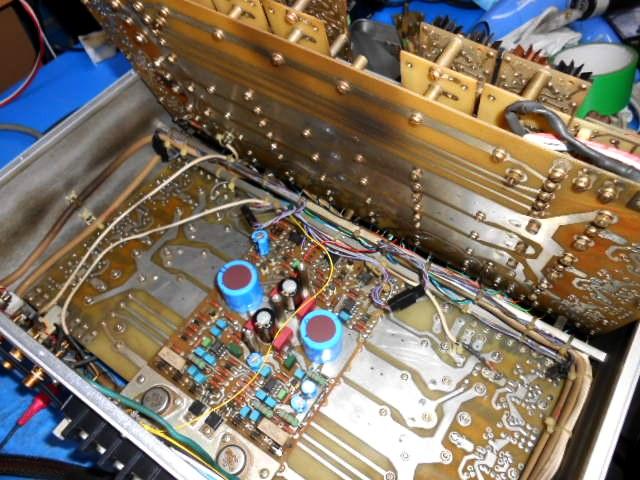 cello AUDIO PALETTE MIVの内部:交換済みの電解コンデンサー