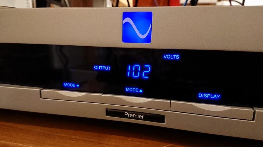 アウトプット電圧102V