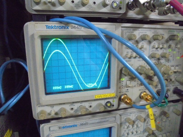 PHILIPS LHH900Rの1kHzの正弦波です