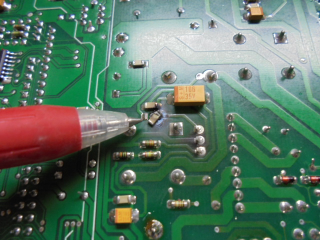STUDER D730MK2|メインPCB基板底面のICチップが破損。