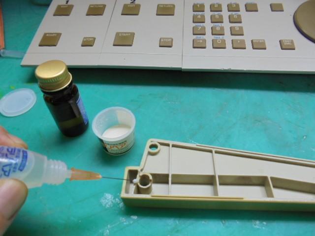 PHILIPS LHH2000|サイドパネルに割れた部分を成型修理します。
