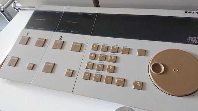 めずらしいPHILIPS LHH2000用2連コントローラー
