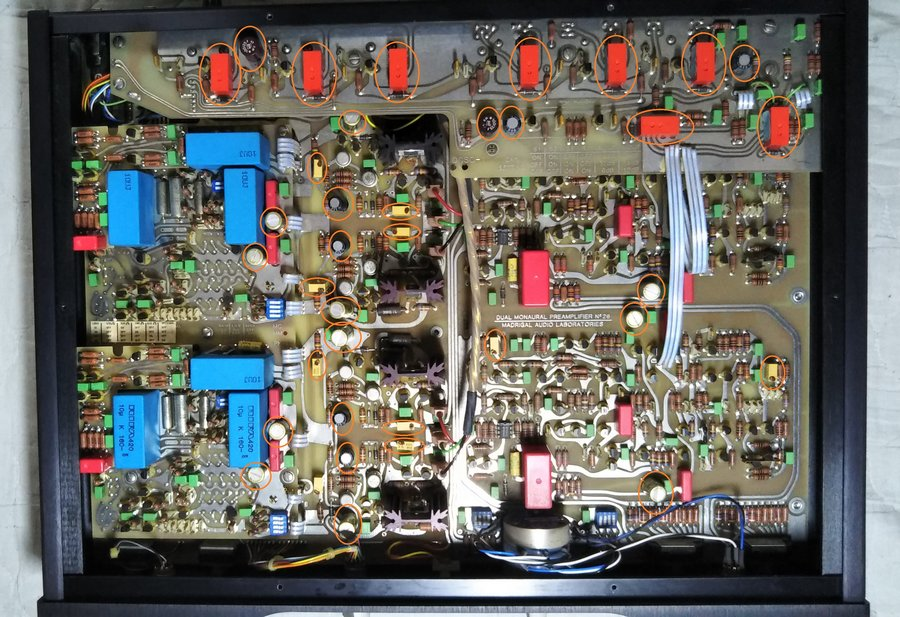 Mark Levinson No.26L preamp|修理前でマークしている部品、コンデンサーやリレー、POTが劣化しています