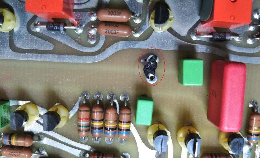 Mark Levinson No.26L |コンデンサの液漏れにより、基板の一部が腐食していました。