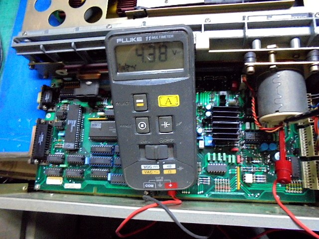 STUDER A727 CD Player トレイ開閉用モーターの電圧4V強で問題ありません。