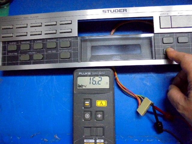 STUDER A727 CD Player LOADボタンを押した時の抵抗値20Ω以下で問題ありません。