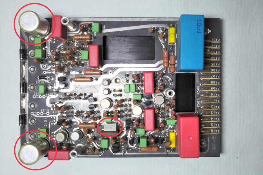 AP-5(写真3 AP-5-5のPOT、AP-5のPOT、コンデンサーが経年劣化しています。