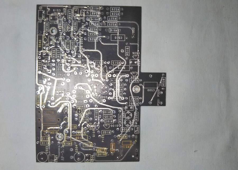 AP-5.5のパーツを全て取り外し、半田部分をクリーニングします(写真4)